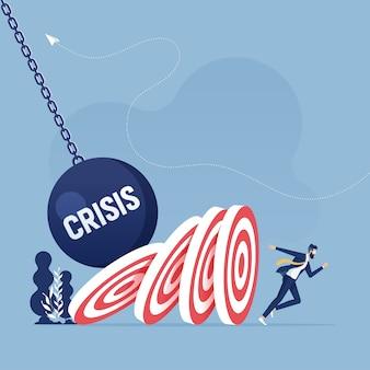Zakenman die van dalend doel, domino effect-bedrijfscrisisconcept ontsnappen