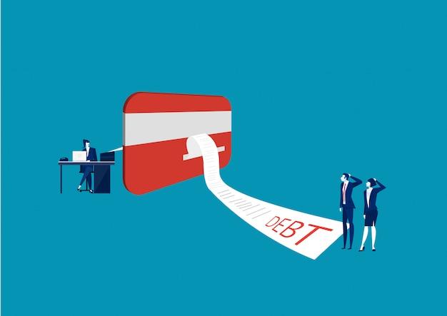 Zakenman en vrouw die onze creditcard met online rekeningsbetaling kijken