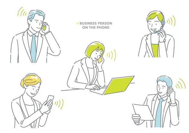 Zakenman en zakenvrouw praten aan de telefoon