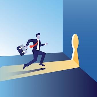 Zakenman gaat naar de deur met koffer voor succes en bouwt een bedrijf op