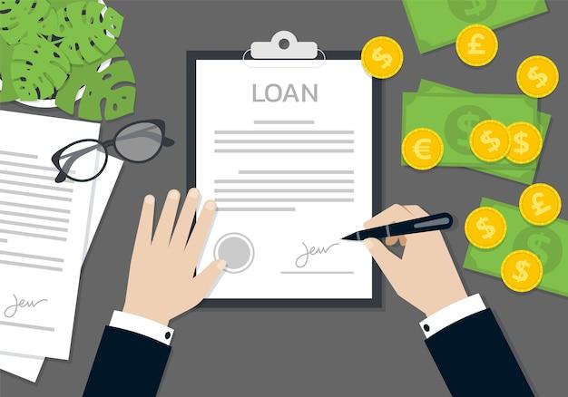 Zakenman handen ondertekenen en gestempeld op het document van het aanvraagformulier voor de lening, bedrijfsconcept