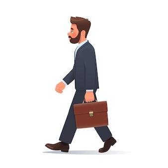 Zakenman in een pak en een aktetas in zijn handen gaat aan het werk op een geïsoleerde achtergrond