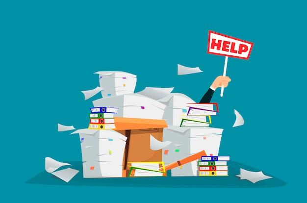 Zakenman in stapel van bureaudocumenten en documenten met hulpteken