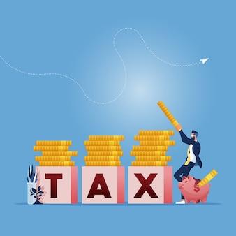 Zakenman maakt stapels munten bovenop enkele blokjes met het woord belasting