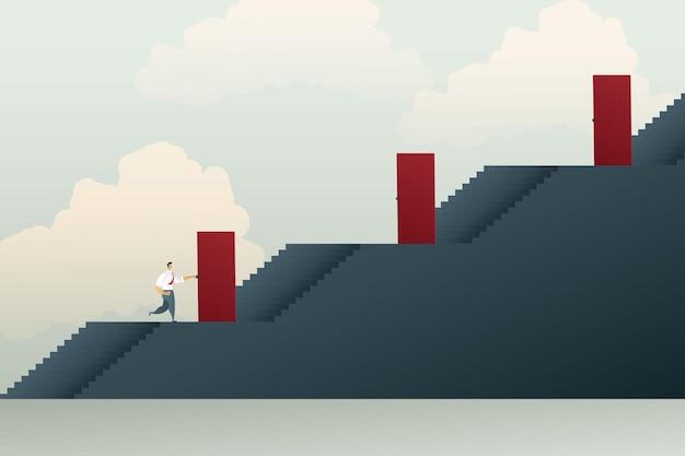 Zakenman moet door de poorten van elke verdieping gaan om naar succes te stijgen