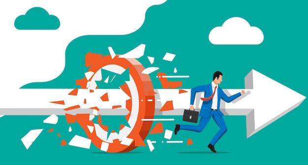 Zakenman rennen en breken doel. zakenman in pak met aktetas