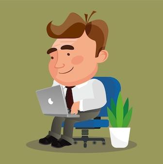 Zakenman zit in een stoel freelancer werkt op afstand vanaf zijn laptop