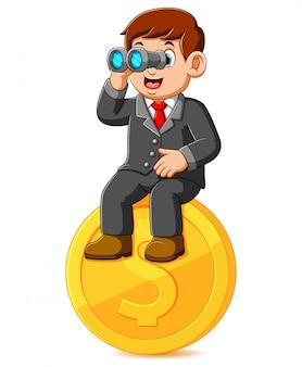 Zakenmanzitting op muntstukdollar en holdingsverrekijkers