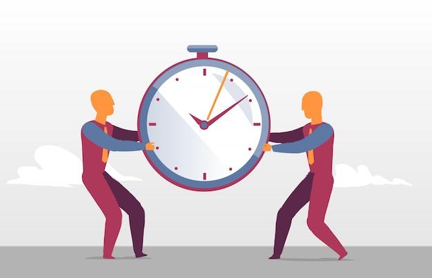 Zakenmensen dagen de uitdaging uit voor de beste sales timing