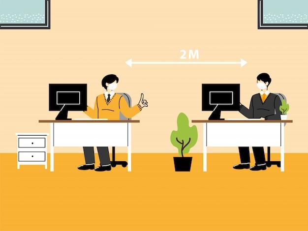 Zakenmensen die op kantoor werken en sociale afstand bewaren, dragen een masker om de verspreiding van het virus te voorkomen