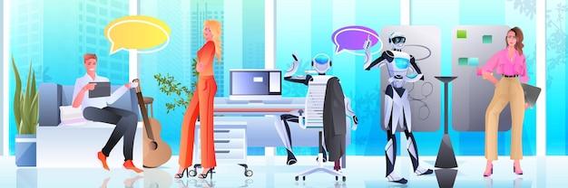 Zakenmensen en robots werken samen in creatieve open ruimte kunstmatige intelligentie teamwerk concept kantoor interieur horizontale volledige lengte vectorillustratie