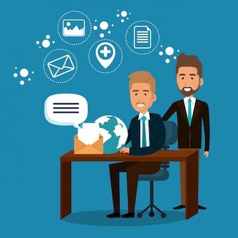 Zakenmensen op kantoor met e-mailmarketingpictogrammen