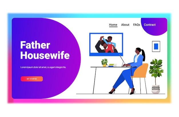 Zakenvrouw bespreken met man en zoon tijdens video-oproep ouderschap concept vader huisvrouw tijd doorbrengen met zijn kind horizontaal