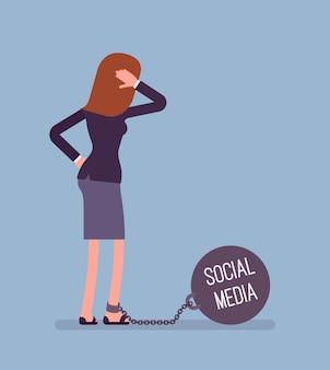 Zakenvrouw geketend met een gewicht social media