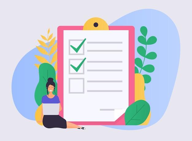 Zakenvrouw met een laptop gemarkeerde checklist op een klembordpapier