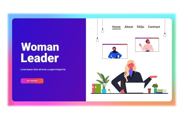 Zakenvrouw met groepsvideogesprek met vrouwelijke collega's in web browservensters zakenvrouwen bespreken tijdens online conferentie horizontale portret kopie ruimte vectorillustratie