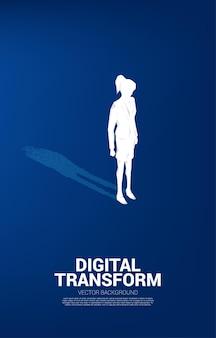 Zakenvrouw met schaduw van digitale dot pixel. bedrijfsconcept van digitale transformatie en digitale voetafdruk.