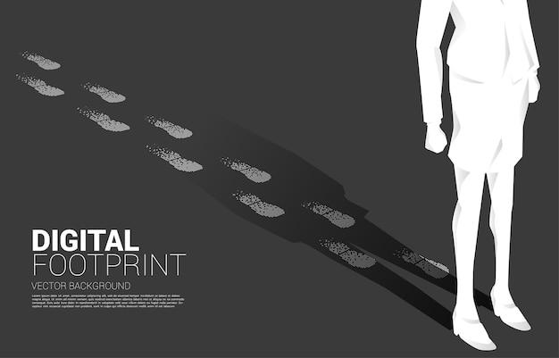 Zakenvrouw met voetafdruk van digitale puntpixel. bedrijfsconcept van digitale transformatie en digitale voetafdruk.