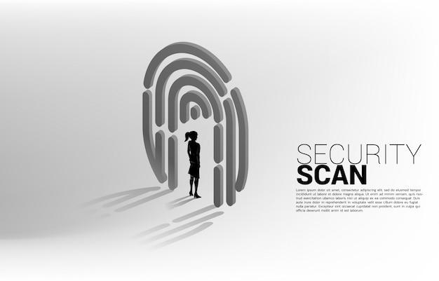 Zakenvrouw permanent in vingerscan. concept voor beveiliging en privacytechnologie voor identiteitsgegevens