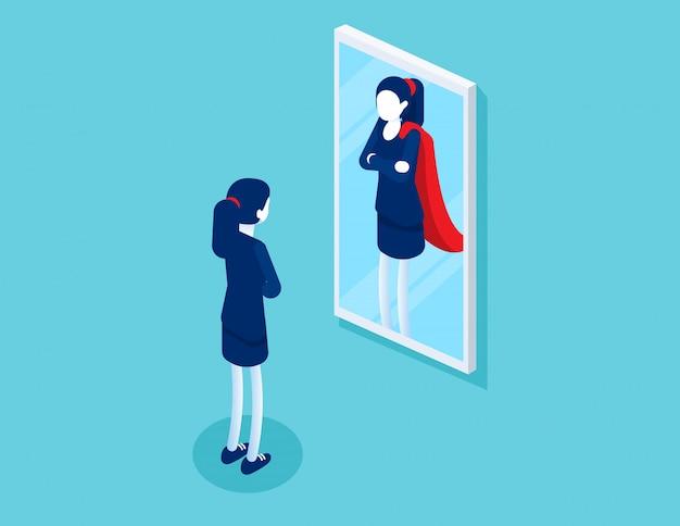 Zakenvrouw staat voor een spiegel wordt weerspiegeld als een superman.