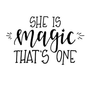 Ze is magie, dat is een handgetekende typografie poster of kaarten. conceptuele handgeschreven zin. handgeschreven kalligrafisch ontwerp.