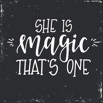 Ze is magie, dat is een handgetekende typografieslogan. conceptuele handgeschreven zin.