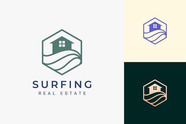 Zee- of strandthema onroerend goed logo in eenvoudige lijn en zeshoekige vorm