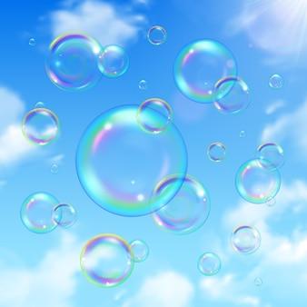 Zeepbellen en hemel realistische achtergrond met zon schijnt