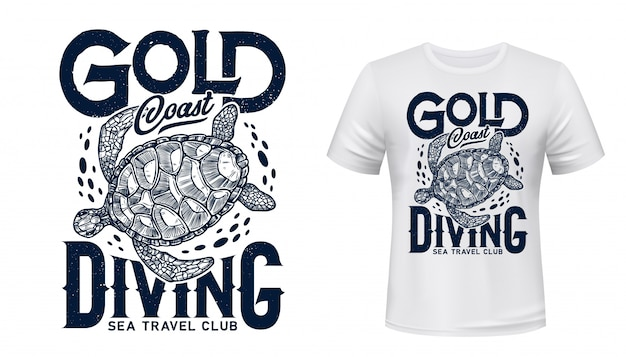 Zeeschildpad reptiel dier t-shirt print. zee reizen en onderwater duiken sportclub aangepaste kledingsjabloon met zwemmende zeeschildpad met blauwe golven en belettering