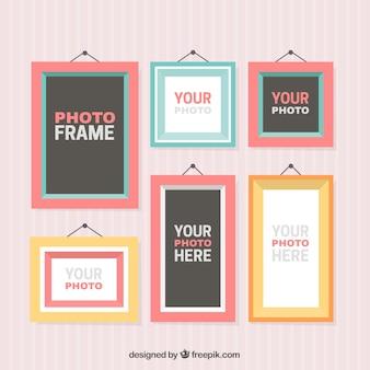 Zes foto frames op een rode achtergrond