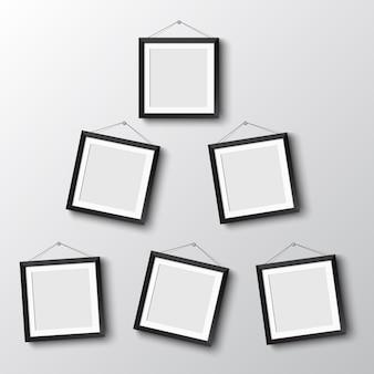 Zes frames hangen aan de muur
