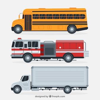 Zijaanzicht van schoolbus, brandweerwagen en vrachtwagen