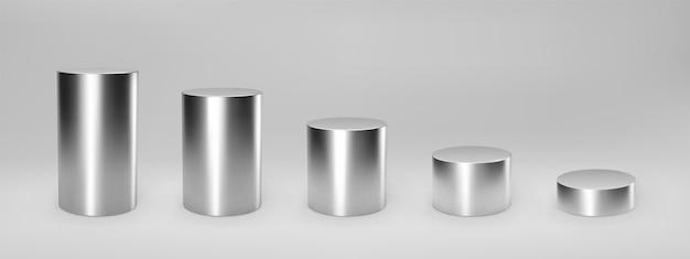 Zilveren 3d cilinder set vooraanzicht en niveaus met perspectief geïsoleerd op een grijze achtergrond