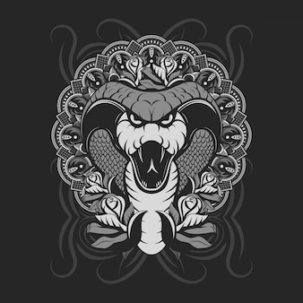 Zilveren cobra die hoektanden toont