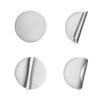 Zilveren ronde verfrommelde stickers met afbladderende hoekset.