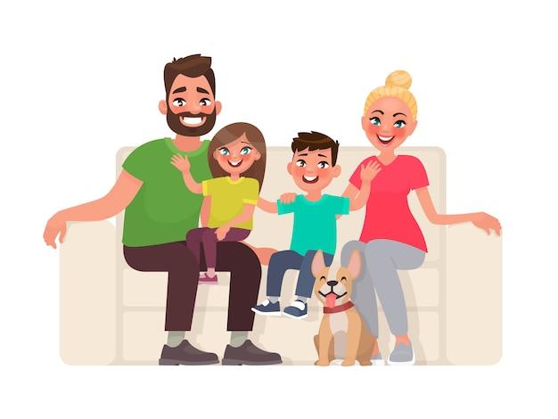 Zittend op de bank en gelukkige familie. vader, moeder, zoon en dochter samen thuis