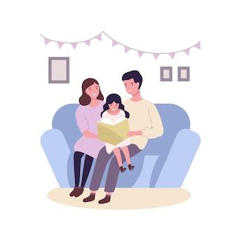 Zittend op de bank en lezen boek of sprookje gelukkige en gelukkige familie. lachende moeder, vader en dochter samen tijd doorbrengen. ouders en kind thuis. platte cartoon kleurrijke illustratie.