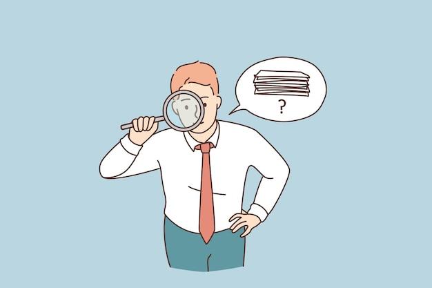 Zoeken naar geld of documenten concept. jonge attente zakenman stripfiguur staande kijken naar vergrootglas proberen om geld of officiële documenten vectorillustratie te vinden