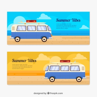Zomer banners met caravan in plat ontwerp