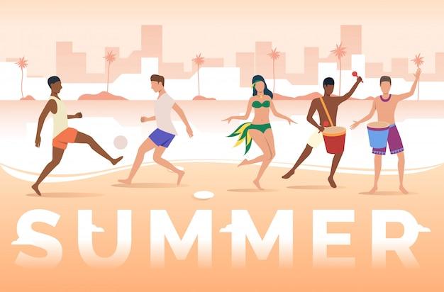 Zomer belettering, mensen spelen met de bal en dansen op het strand