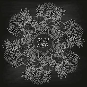 Zomer floral achtergrond met de hand getekend op het zwarte onreine schoolbord