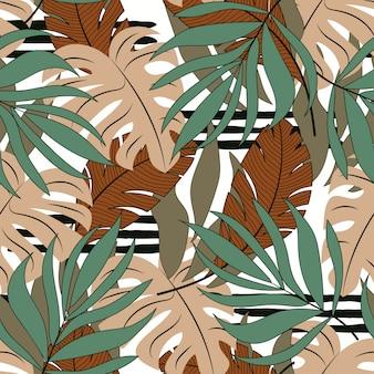 Zomer naadloze tropische patroon met beige en groene bladeren en planten