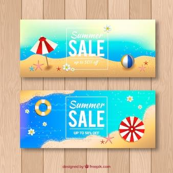 Zomer verkoop banners met strand in realistische stijl