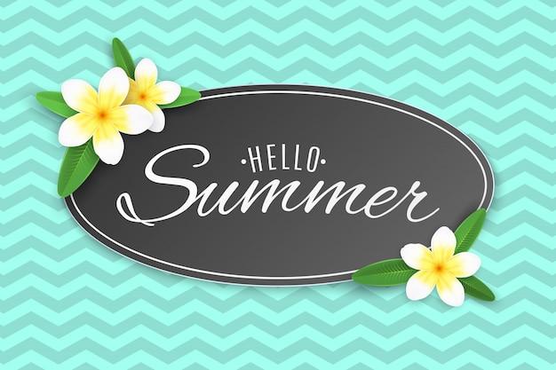 Zomeretiket met tropische plumeriabloemen. zin hallo zomer.