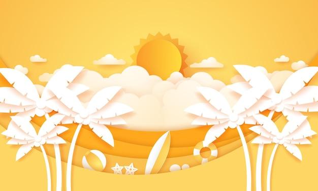 Zomertijd cloudscape bewolkte lucht met felle zon kokospalm met zomerse spullen