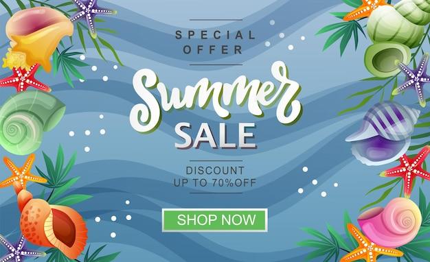 Zomeruitverkoop banner zeeschelp en palmbladeren