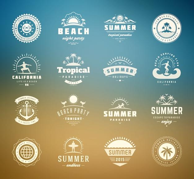 Zomervakantie etiketten en badges retro typografie design