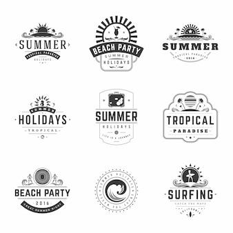 Zomervakantie etiketten of badges retro typografie vector ontwerpsjablonen instellen.