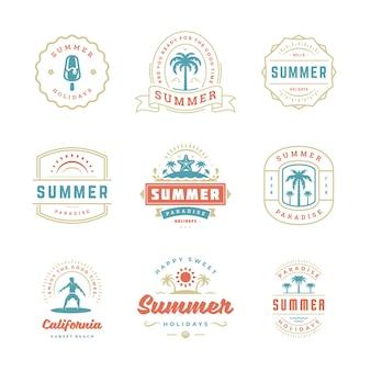 Zomervakantie labels en badges retro typografie ontwerpset.