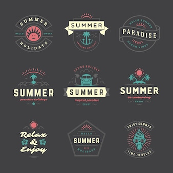 Zomervakantie labels en badges retro typografie set.